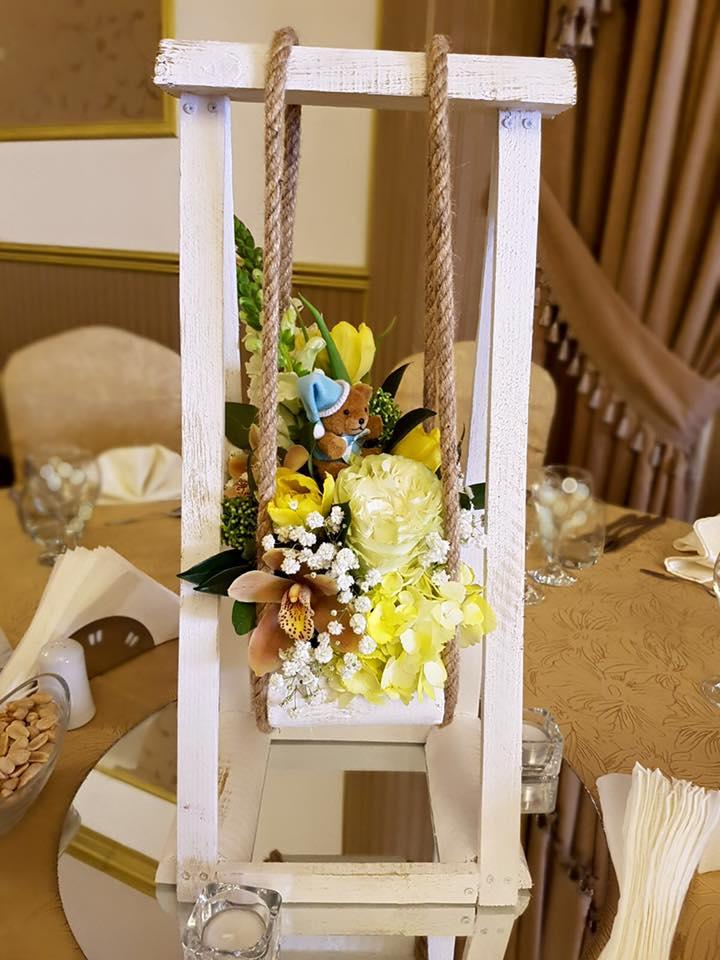 aranjament floral masa botez
