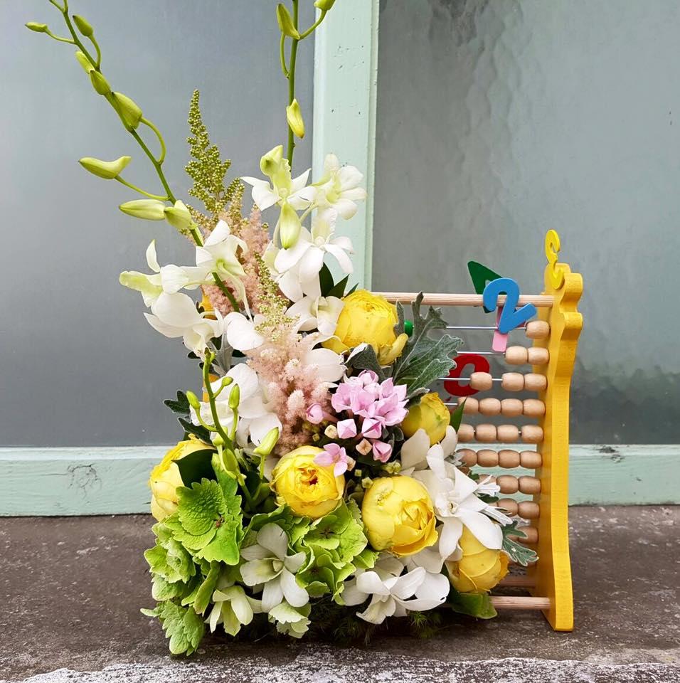 aranjament flori scoala