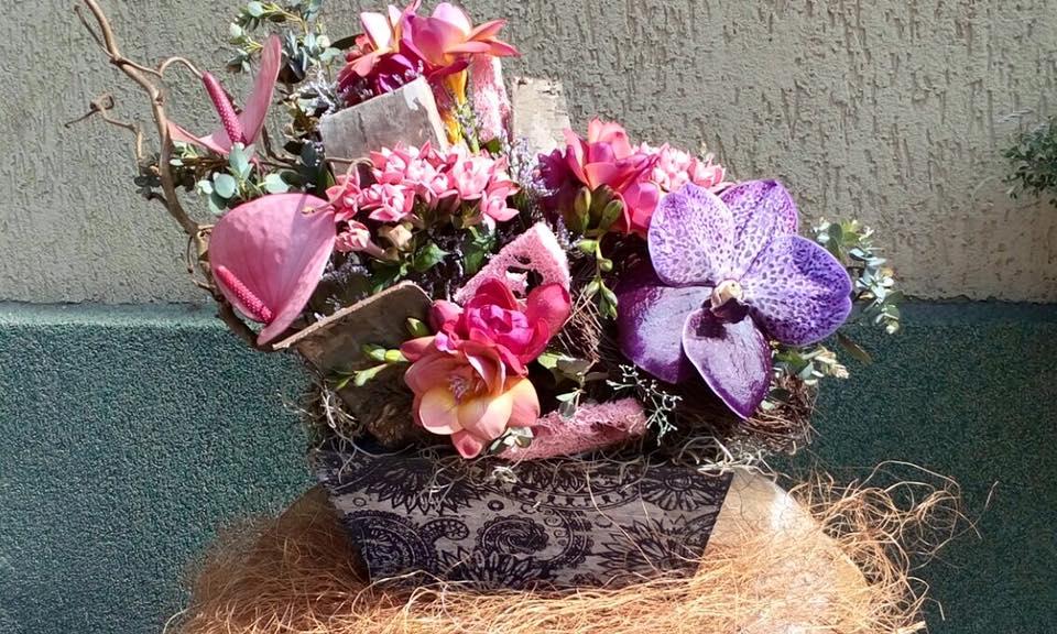 aranjament floral mov